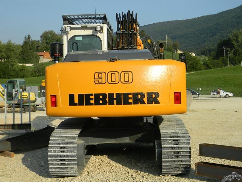 Liebherr R 900 pour la pose des voutes de tunnel
