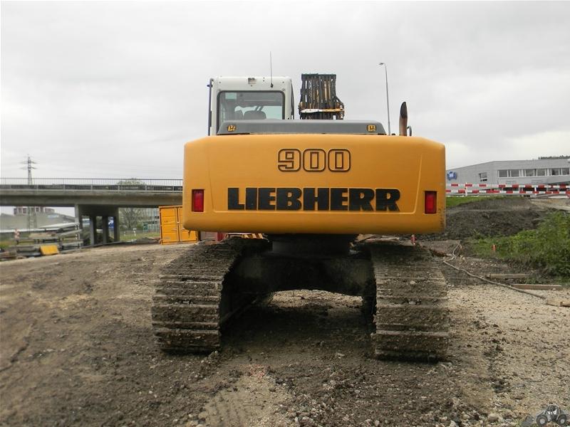 Liebherr R 900